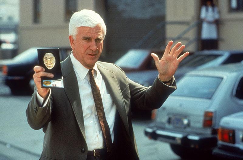 Leghíresebb szerepében, Frank Drebin hadnagyként
