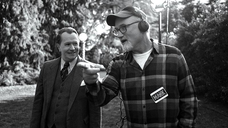 Gary Oldman a Mank címszerepében is éppolyan lenyűgöző, mint máskor
