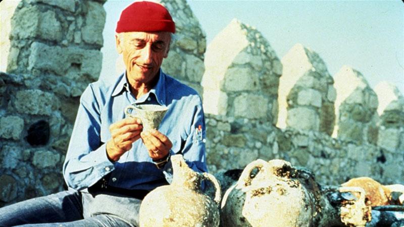 A Földközi-tengerből felhozott leletek társaságában