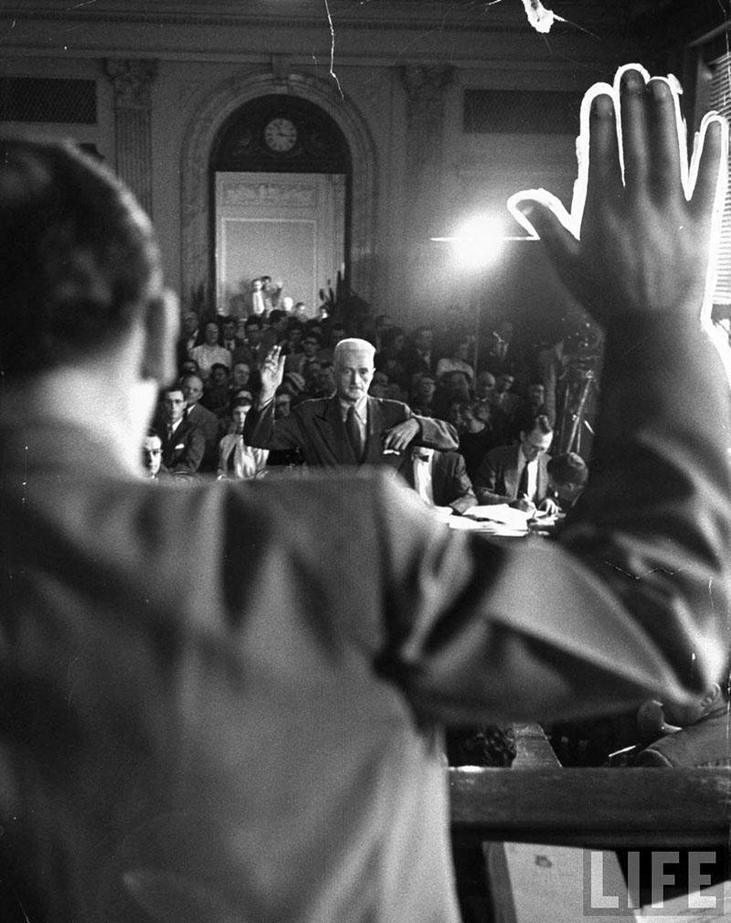 Hammett vallomást tesz az Anti-Kommunista Bizottság előtt
