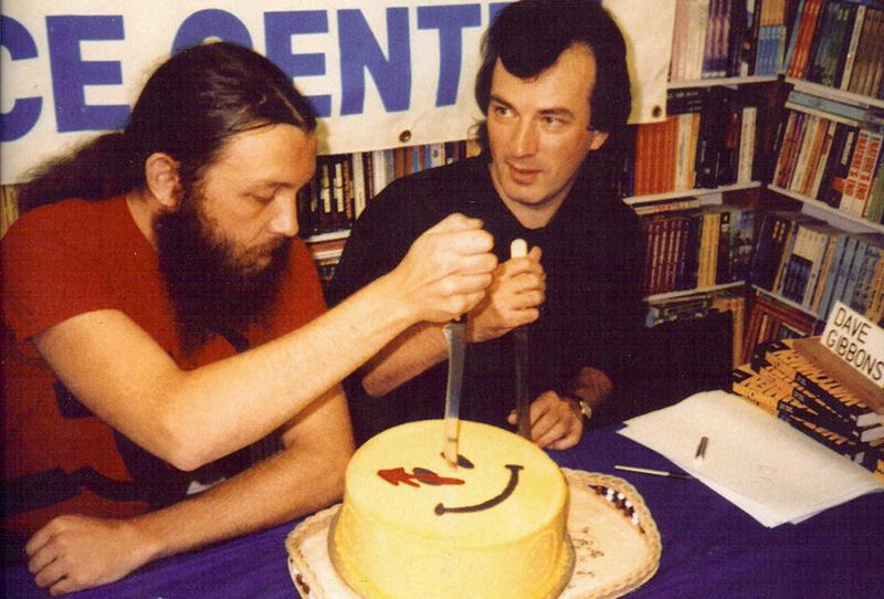 Alan Moore és Dave Gibbons ünnepli a Watchmen gyűjteményes kötet megjelenését