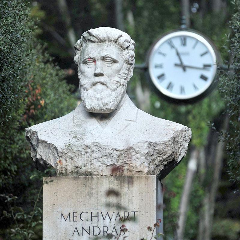 Mechwart András szobra