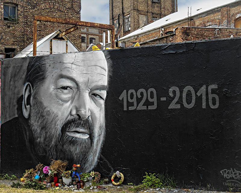 Halála után nem sokkal készült graffiti a Filatorigátnál, Budapesten