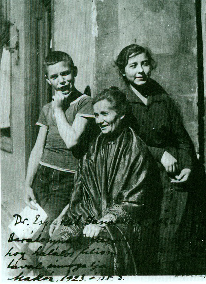 Mama, Attila és Etus 1919 őszén a Ferenc téren