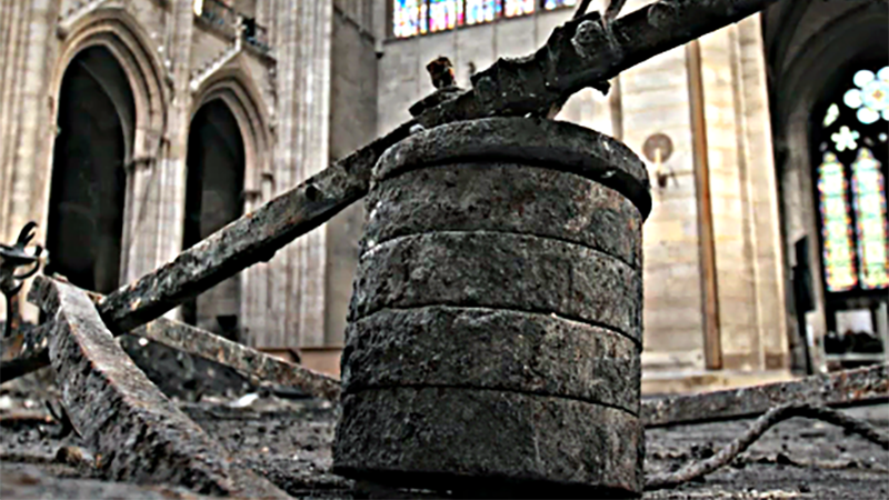 A toronyóra lezuhant ellensúlya