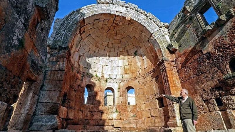 Fayez Kaesara a szír templomnál