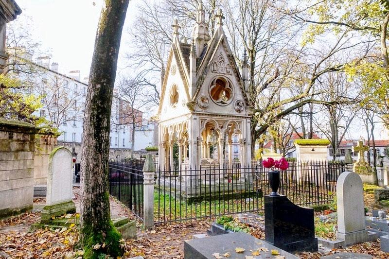 Abélard és Héloïse síremléke a párizsi Père Lachaise temetőben
