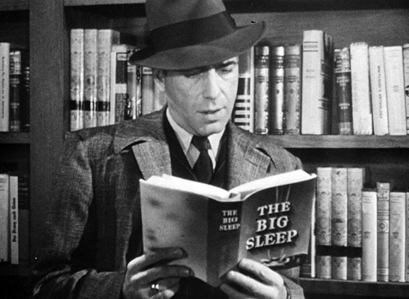 Bogart a filmben is Chandler regényét olvassa