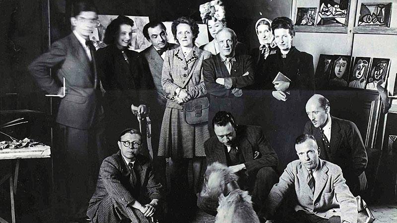 Alsó sor: Sartre, Camus, Michel Leiris, Jean Aubier. Állnak: Lacan, Cécile Éluard, Pierre Reverdy