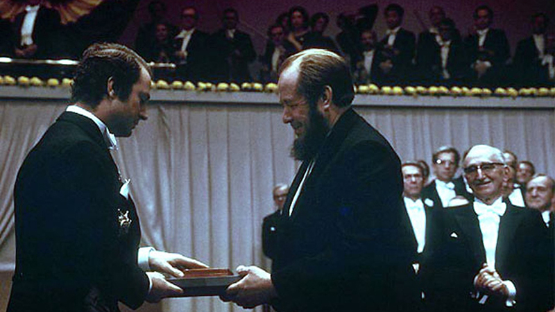 Szolzsenyicin átveszi az irodalmi Nobel-díjat 1970-ben