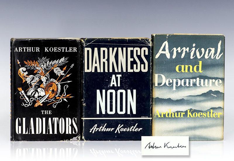 A teljes trilógia, középen a Sötétség délben első kiadásával