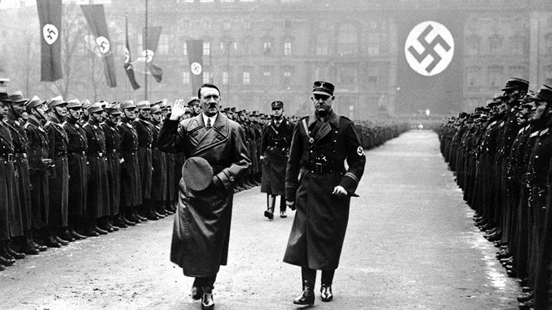 Adolf Hitler az SS seregszemléjén