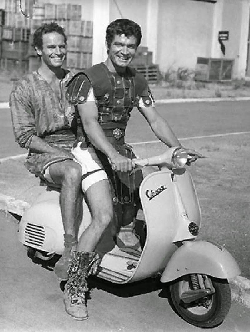 Heston és Boyd a forgatási szünetben
