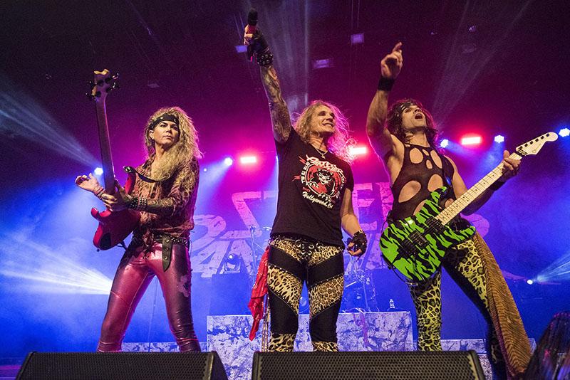 A Steel Panther mind zenéjével, mind megjelenésével a glam metal-éra paródiabandája manapság