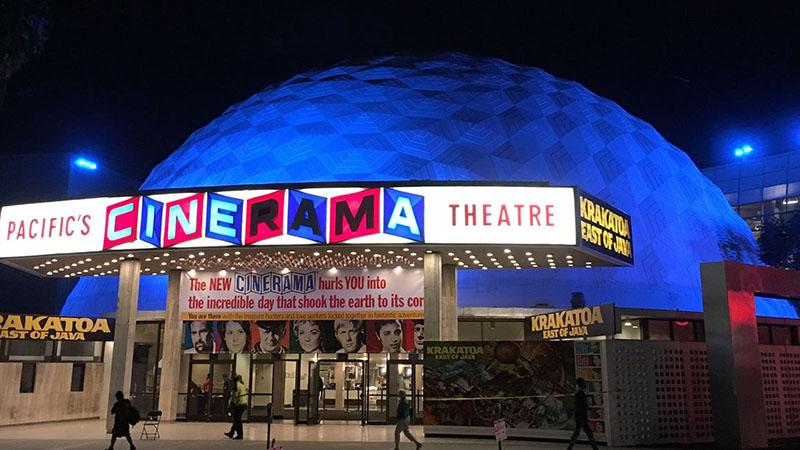A Cinerama Dome 1963. november 7-én nyitotta meg kapuit