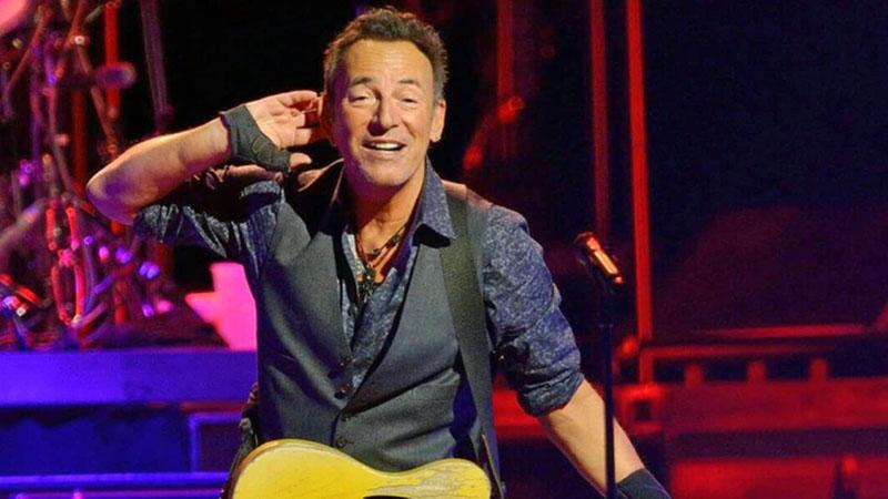 Bruce Springsteen 70 évesen sem pihen