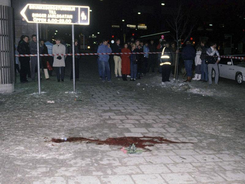 Olof Palme vére a stockholmi utca kövén