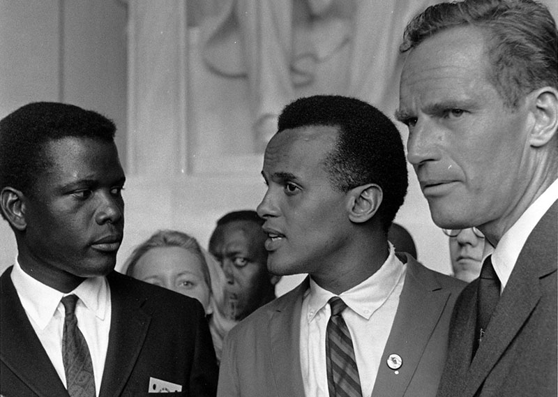 A Washingtoni menetben többek közt balról Sidney Poitier-val