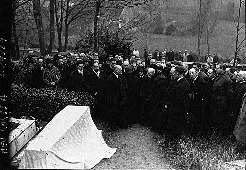Monet temetése