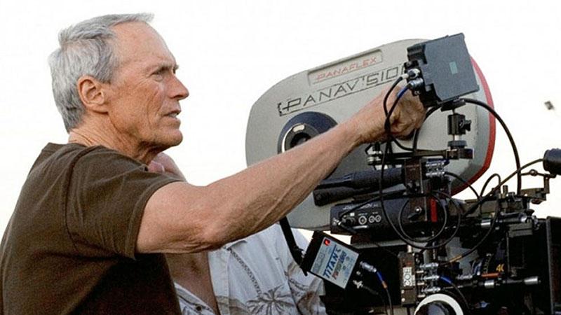 Clint Eastwood 90 évesen sem áll le