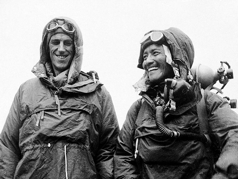 Hillary és Norgay visszatérve a csúcsról