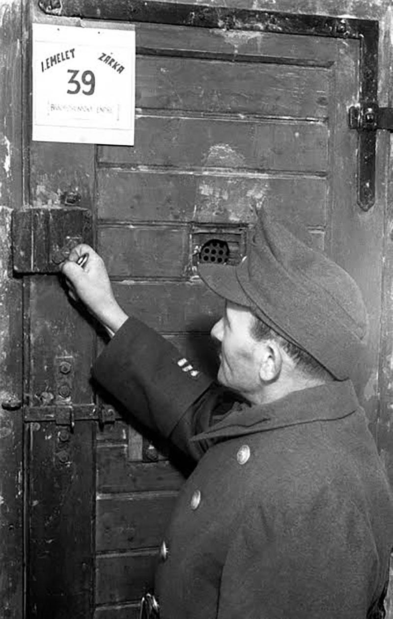 A Margit körút 85. szám alatti fogház cellája 1946-ban