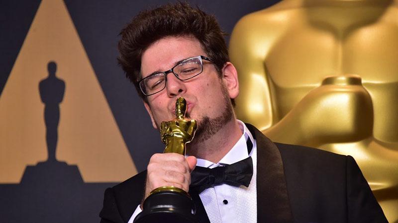 Deák Kristóf a Mindenki című filmjéért kapott Oscar-díjjal