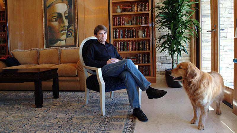 A közel 400 millió könyvet eladott író fanatikus könyvgyűjtő