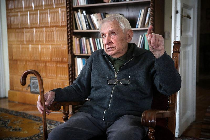 Rónaszegi Miklós, az egykori sorozatszerkesztő idén töltötte be 89. életévét