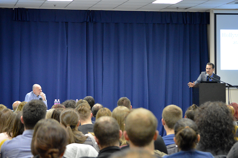 Antal Gábor, tanácsadó szakpszichológussal közös előadáson a Lurdy Házban