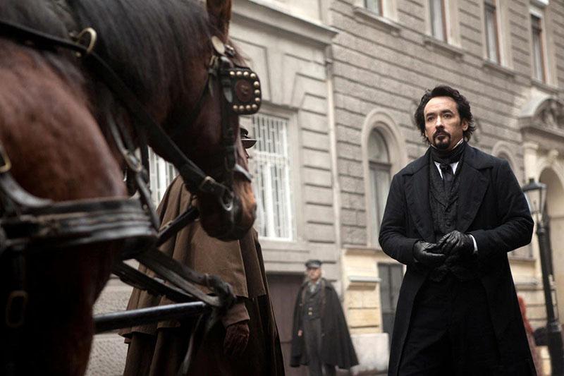 John Cusack, mint Edgar Allan Poe a 2012-es A holló című filmben