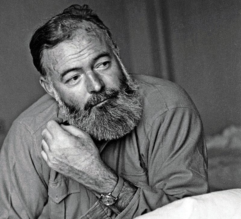 1944-ben a világháborúban, a Robert Capa által viccesnek nevezett szakállal, ami öreg korára a védjegye lett