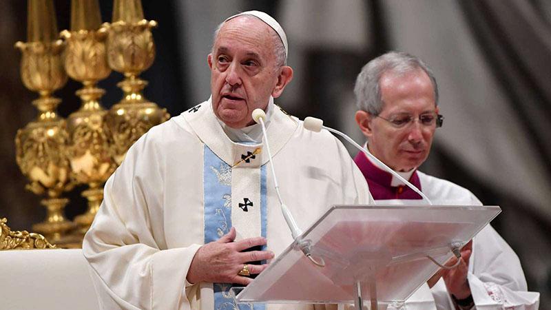 Ferenc pápa misét celebrál
