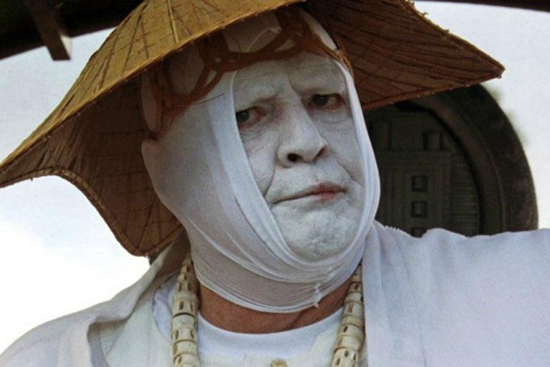 Marlon Brando Dr. Moreau szerepében a regény 1996-os adaptációjában