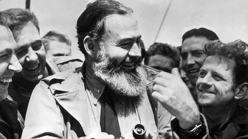 Ernest Hemingway katonatársak közt a második világháborúban