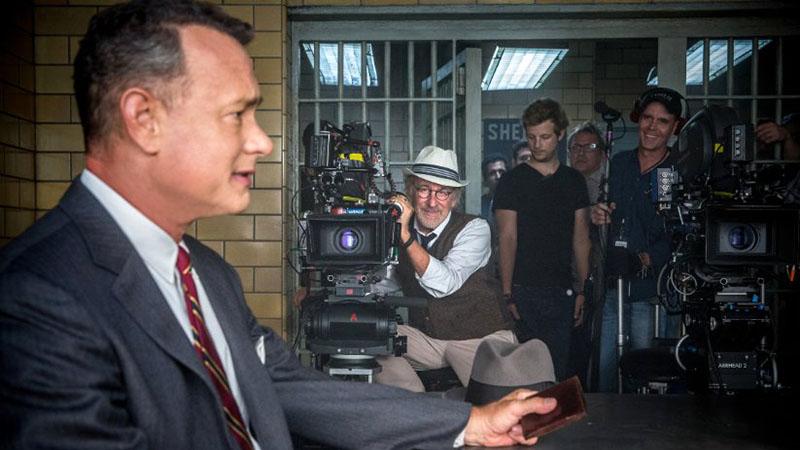 Tom Hanks a Kémek hídja forgatásán