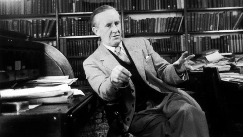 Tolkien a dolgozószobájában