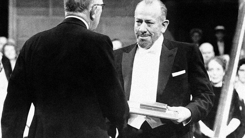 John Steinbeck átveszi az irodalmi Nobel-díjat 1962-ben
