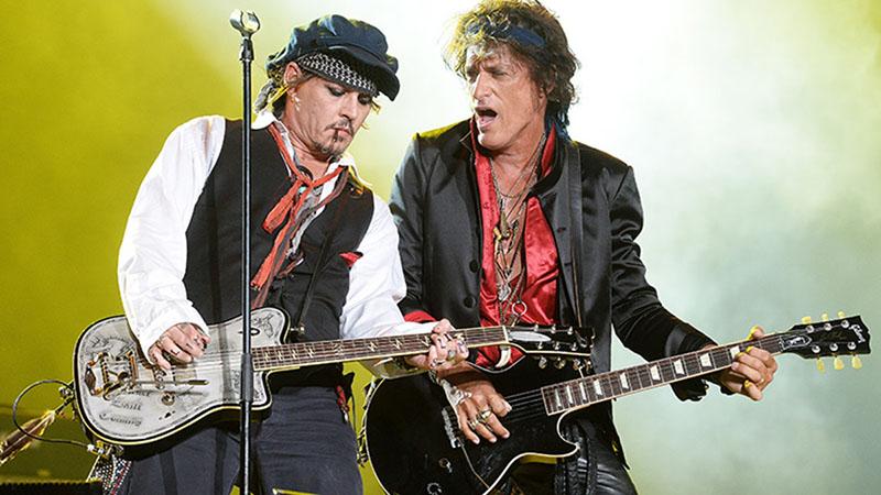 Johnny Depp és Joe Perry és Hollywood Vampires koncerten