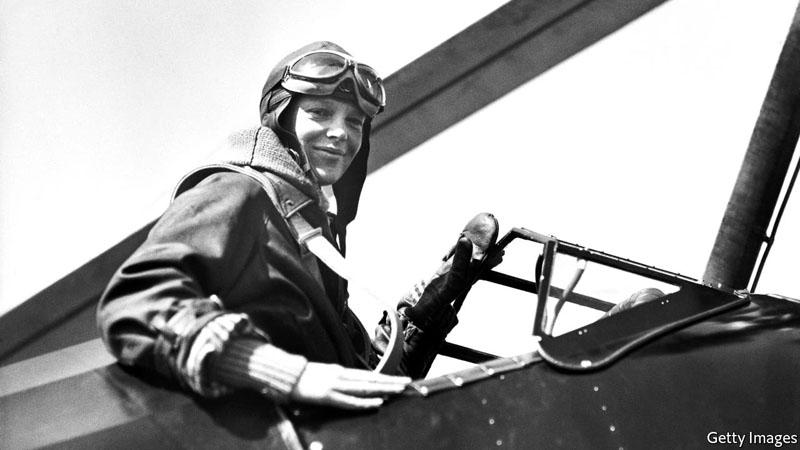 A pilótanő a Lockheed Vega fedélzetén