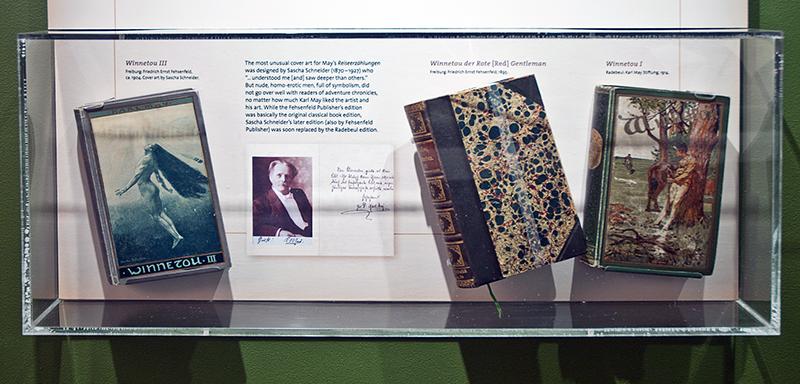 Első kiadású May-kötetek egy múzeumban