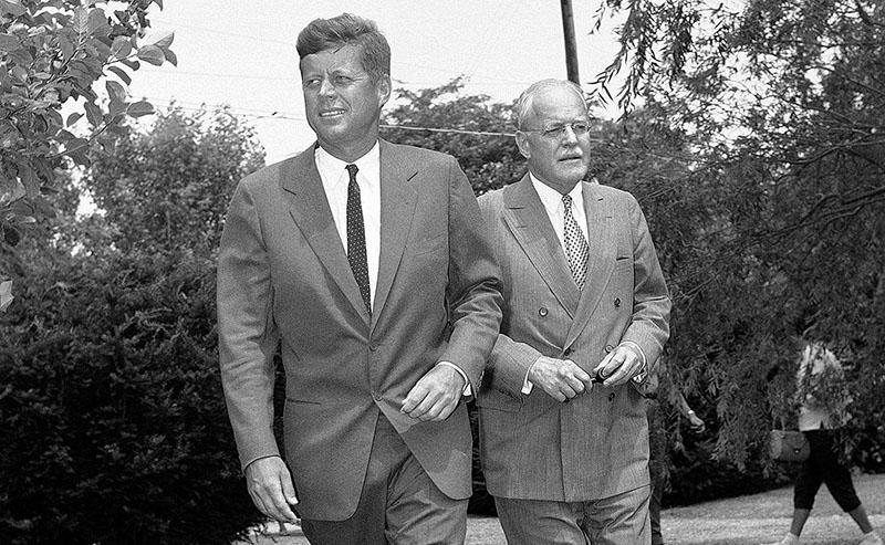 Kennedy és Allen Dulles egyeztetésen