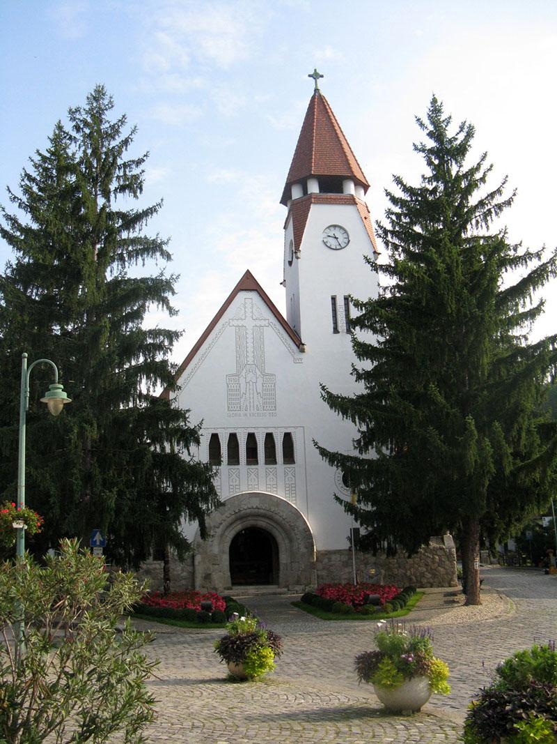 A Kós Károly és Jánszky Béla tervezte zebegényi Havas Boldogasszony-templom