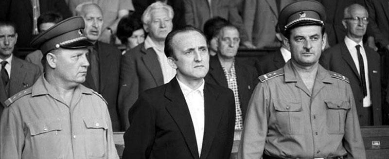 Kovács Péter az ítélőszék előtt