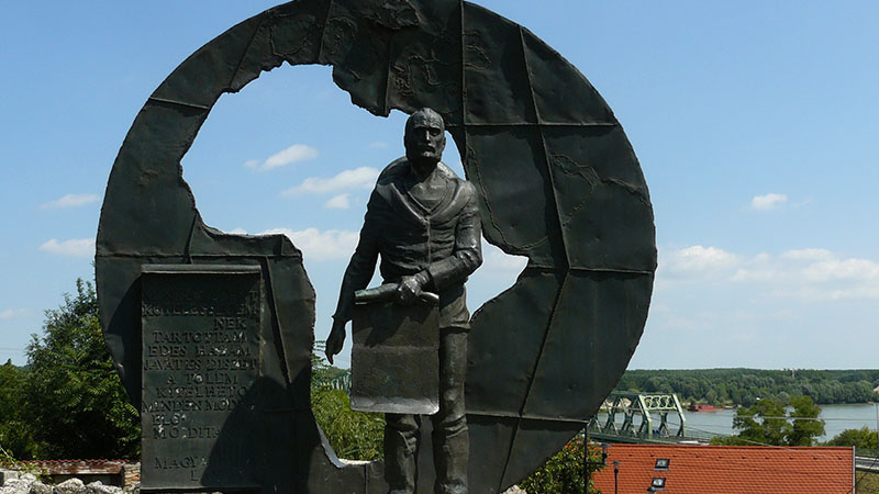 A dunaföldvári Magyar-szobor