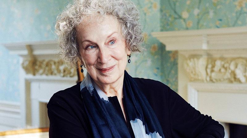 Margaret Atwood legutóbb 2007-ben jelentkezett verseskötettel