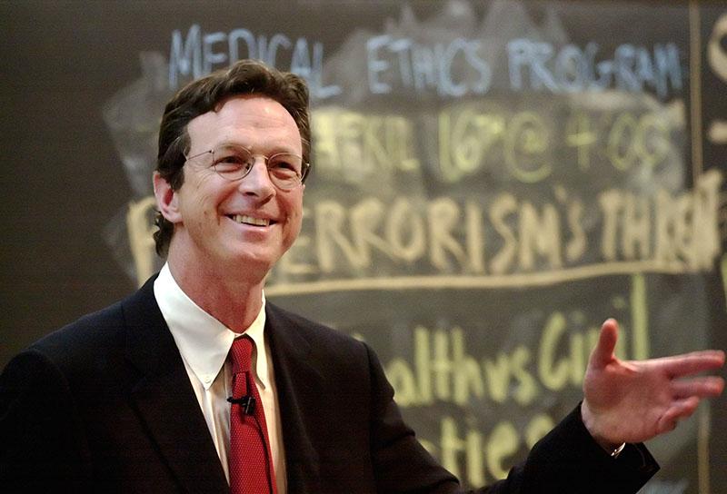 Michael Crichton 2002-ben a Harvardon