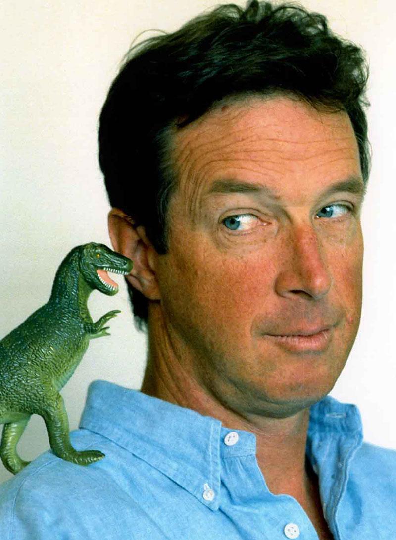 Crichton a Jurassic Park egyik promófotóján