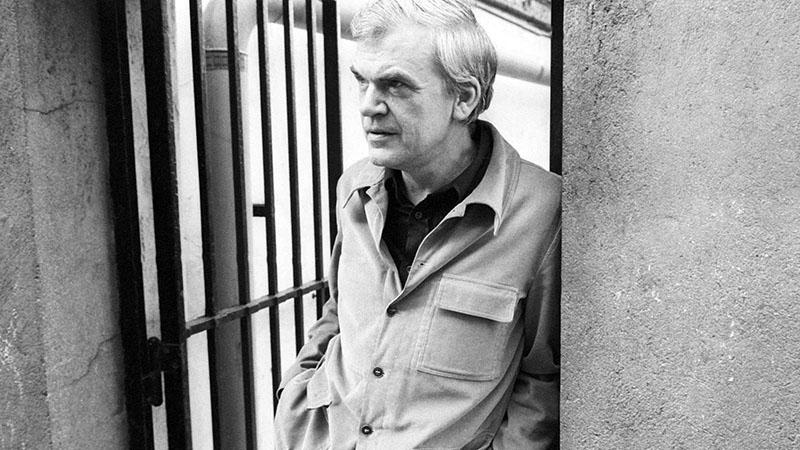 Milan Kundera egyébként is magához közeli írónak érezte Franz Kafkát mindig is