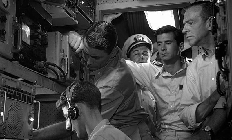 Anthony Perkins (jobbról a második) egy évvel később futott be igazán a Psycho főszerepével